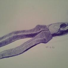 Pentekening in blauwe pen, gereedschap combinatietang voorbeeld dat ik laat zien wat ik zoal maak
